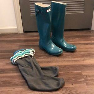 Hunter rain boots with matching sock inserts